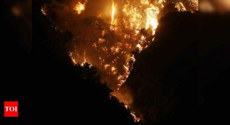 Western wildfire smoke causes East Coast haze, vivid sunsets – Times of India